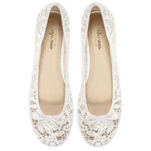 Women white ballerina flats / pumps